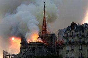 Lửa đã được dập tắt tại nhà thờ Đức Bà Paris