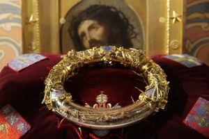 Những báu vật vô giá được cứu khỏi vụ cháy Nhà thờ Đức Bà Paris