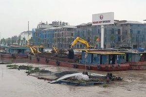 Hải Phòng: Hai sà lan chở than gặp sự cố trên sông Tam Bạc
