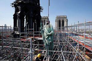 Cận cảnh 16 bức tượng thánh trăm tuổi may mắn 'thoát nạn' trước ngày Nhà thờ Đức Bà Paris bốc cháy