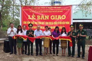 Bàn giao công trình 'Nước ngọt vùng biên' tại xã Krông Na