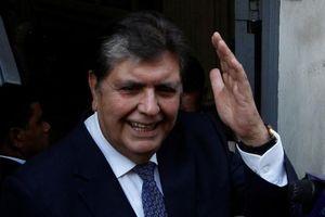 Cựu tổng thống Peru tự bắn vào đầu khi cảnh sát ập tới bắt