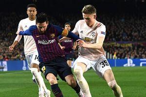 Lập cú đúp 'nhấn chìm' M.U, Messi bật tung cảm xúc