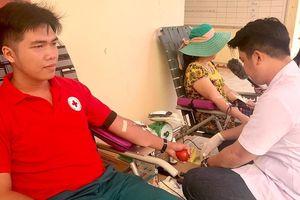 Nhiệt thành hiến máu cứu người
