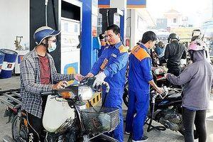 Giá xăng tăng 1.115 đồng/lít từ chiều nay (17-4)