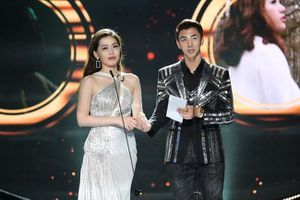 Diễn viên Bình An bất ngờ tỏ tình với Á hậu Phương Nga trên sóng trực tiếp