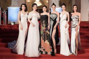 Dàn Hoa, Á hậu diện đầm gợi cảm 'đổ bộ' thảm đỏ lễ trao giải Cống hiến