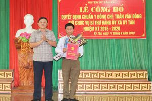 Ban Thường vụ Huyện ủy Tân Kỳ công bố quyết định chuẩn y Bí thư Đảng ủy xã