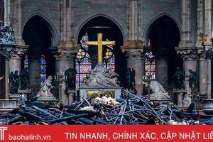Tổng thống Pháp cam kết phục dựng Nhà thờ Đức Bà Paris đẹp hơn trong 5 năm