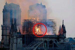 'Hình bóng Chúa Jesus' trong biển lửa nhà thờ Đức Bà gây xôn xao