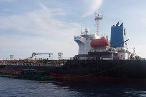 Bắt quả tang vụ sang chiết 350m3 chất lỏng nghi xăng A92 trên biển