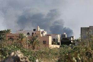 Thủ đô Libya rung chuyển vì bị nã rocket liên tục