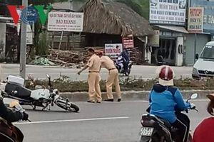 Đại úy Cảnh sát giao thông bị xe bán tải ép ngã đã tử vong