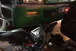 Hé lộ nguyên nhân vụ xe chở rác gây tai nạn liên hoàn khiến 2 thanh niên trọng thương khi đang dừng đèn đỏ