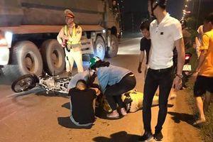 Hà Nội: Thiếu niên 16 tuổi chạy xe máy tốc độ cao tông Thiếu tá CSGT gục giữa đường