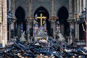 Pháp tuyên bố phục dựng Nhà thờ Đức Bà trong 5 năm