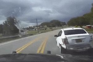 3 cô gái khỏa thân trên ôtô, cảnh sát truy đuổi như phim hành động