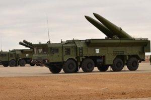 Hệ thống tên lửa chiến thuật Iskander-M của Nga nhắm vào các tàu sân bay Mỹ ở Syria