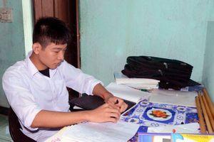 Hà Tĩnh: Cậu học trò khiếm thị giành học bổng hơn 2,2 tỷ đồng