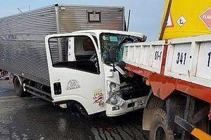 Xe tải húc đuôi xe cẩu đang dừng sửa chữa, 2 tài xế tử vong tại chỗ