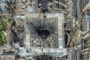 Chùm ảnh chụp từ trên cao về thiệt hại của Nhà thờ Đức Bà Paris