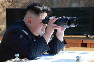 Ông Kim Jong-un vừa giám sát thử nghiệm vũ khí 'chiến thuật' mới có 'đầu đạn uy lực'