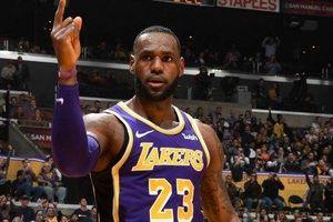 Không thể tham dự Playoff, LeBron James vẫn được The Time vinh danh