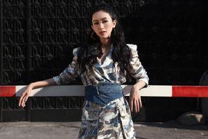 Trời nóng 40 độ, ai cũng choáng khi á hậu Hà Thu mặc quần jeans rách tả tơi dạo phố