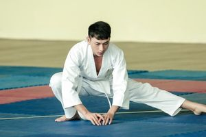 Isaac ròng ròng mồ hôi cật lực tập võ Judo
