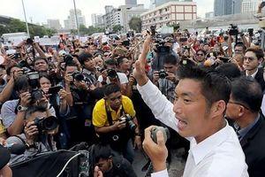 Thái Lan: Người dẫn đầu Đảng Future Forward tự nộp mình cho cảnh sát