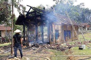 Cụ bà thoát chết khi căn nhà gỗ mới dựng phát hỏa