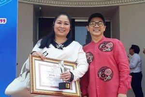 Tiên Nga, Thiên mệnh anh hùng đoạt giải Văn học nghệ thuật