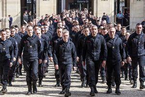Pháp vinh danh những người lính cứu hỏa đã cứu Nhà thờ Đức Bà