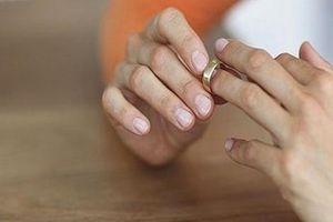 Chồng không chịu 'thân mật', vợ kiện ra tòa đòi ly hôn