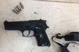 Tạm giữ nhiều đối tượng tàng trữ vũ khí, bán ma túy