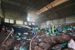 Cháy kho tiêu hàng trăm tấn