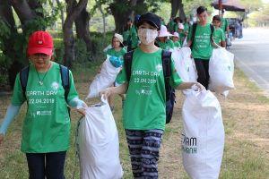 Thử thách dọn rác lan tỏa nhiều tỉnh thành