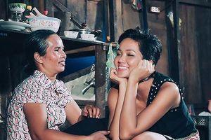 H'Hen Niê gây xúc động với rổ rau từ quê để mang theo lên Sài Gòn