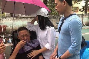 Nghệ sĩ Lê Bình khóc nức nở với Cát Phượng: 'Lần vô thuốc này anh đau quá em ơi'