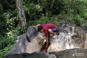 Dân bản vùng cao chắt từng gáo nước trong ngày nắng nóng