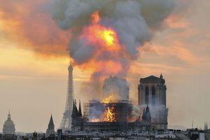 Chập điện có thể là nguyên nhân cháy Nhà thờ Đức Bà Paris