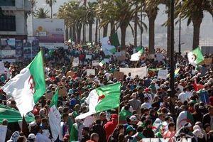 Hàng nghìn người dân Algeria lại đổ xuống đường biểu tình