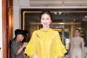 Hương Giang đóng giả Cô Ba Sài Gòn với áo dài 'mỏng tang' quyết tâm 'thả thính' cưa đổ người hâm mộ