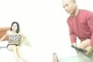 Chồng nữ giáo viên nói gì sau thông tin vợ vào nhà nghỉ ôm đồng nghiệp 'cho khỏi rét'?