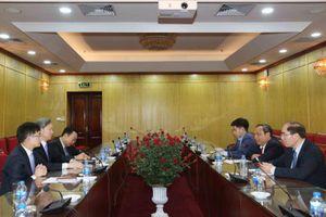Thứ trưởng Nguyễn Văn Hiếu làm việc với Cố vấn cấp cao Công ty Luật Kim & Chang