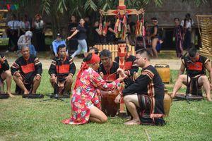 Xem lễ cúng cây nêu cầu an của đồng bào Ê Đê tại Hà Nội