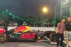 Nghìn khán giả phấn khích xem F1 phóng như tên ở Hà Nội