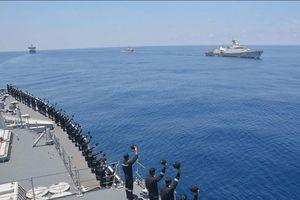 Xem hình ảnh tàu chiến Việt Nam và Ấn Độ diễn tập chung