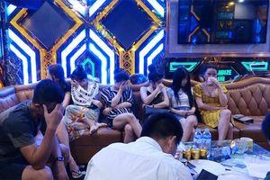 Đột kích karaoke Thiên Đường 2, phát hiện dân 'bay'