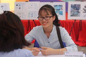 Gần 10.000 cơ hội việc làm 'chờ' sinh viên ứng tuyển